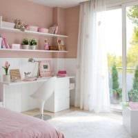 вариант применения розового цвета в светлом интерьере комнате картинка