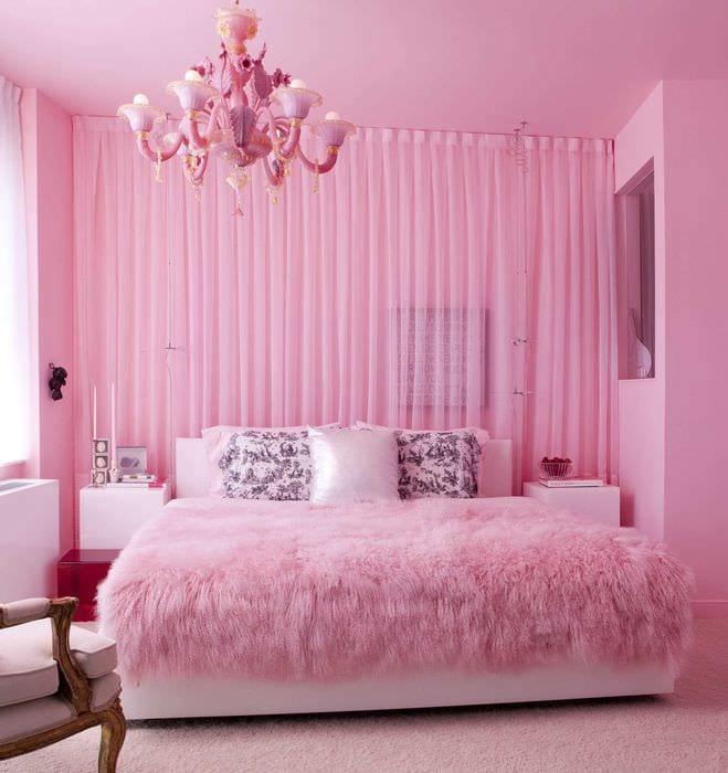 идея использования розового цвета в необычном декоре комнате