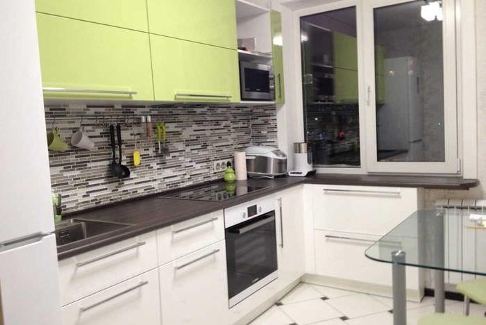 пример применения яркого дизайна кухни
