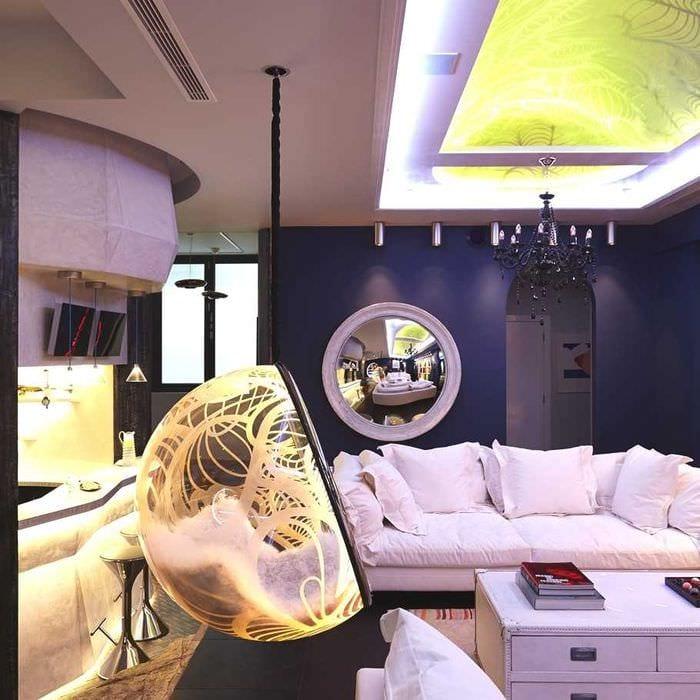 вариант применения светового дизайна в ярком интерьере квартиры