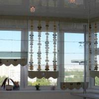 вариант красивого стиля кухни с римскими шторами фото