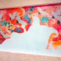 вариант светлого интерьера дома с росписью стен фото