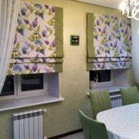 вариант необычного дизайна гостиной с римскими шторами фото