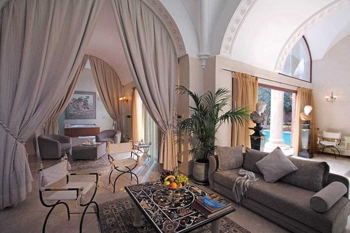 идея яркого дизайна дома в романском стиле