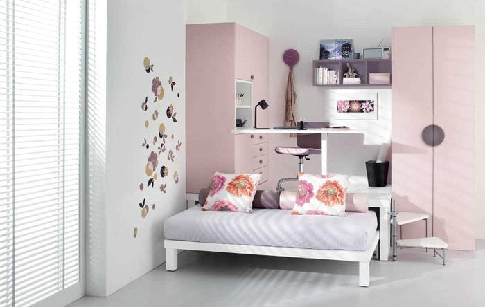 вариант светлого интерьера спальни для девочки в современном стиле