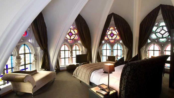 идея яркого дизайна квартиры в романском стиле