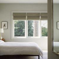 вариант красивого декора гостиной с римскими шторами картинка