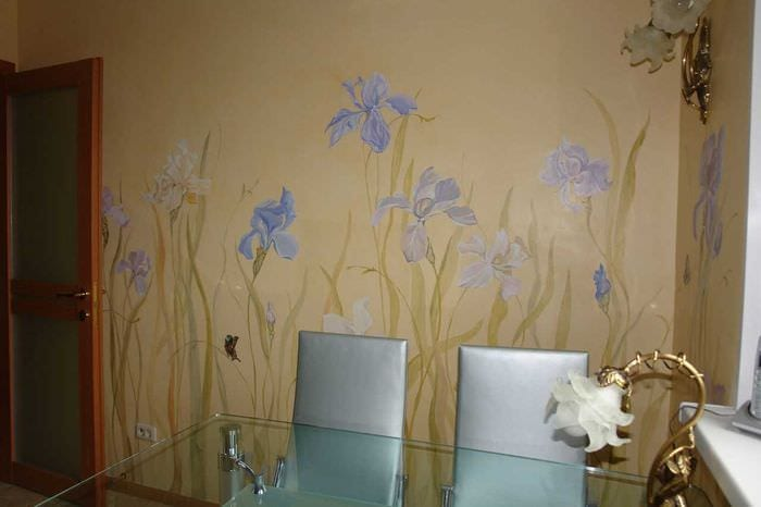 вариант необычного декора квартиры с росписью стен