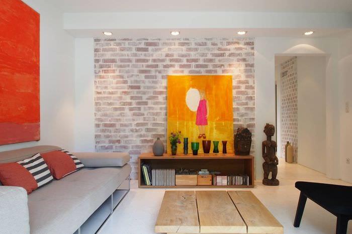 идея светлого декора небольшой комнаты в общежитии