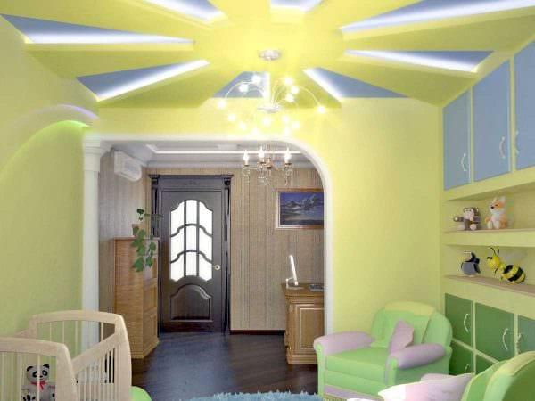 вариант яркого дизайна маленькой комнаты фото