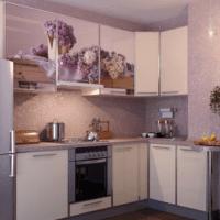 бело сиреневая кухня 5 квадратных метров