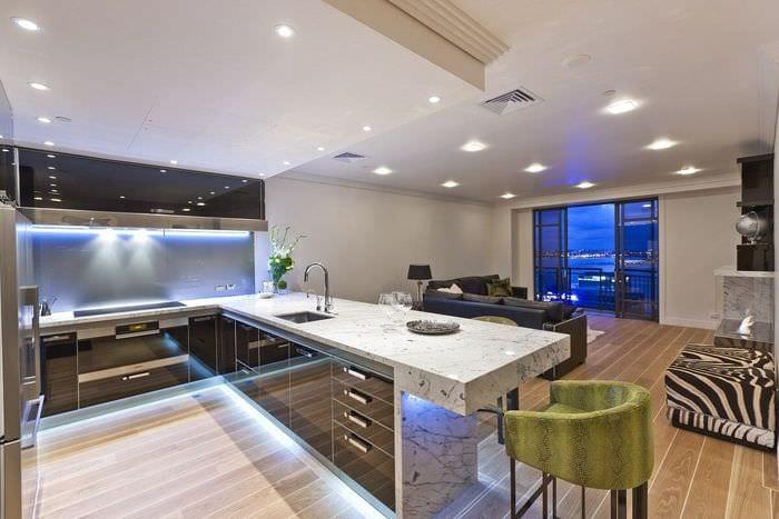 большая кухня студия