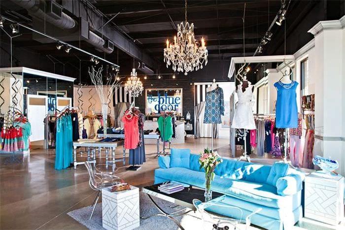 красочное оформление магазина одежды