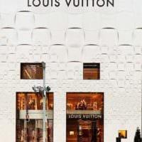 дизайн входа магазина одежды