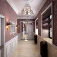 длинный коридор с большой люстрой
