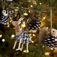 игрушки на елку из шишек