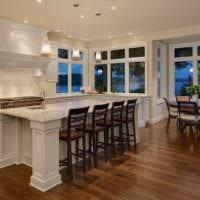 кухня с эркером фото интерьер