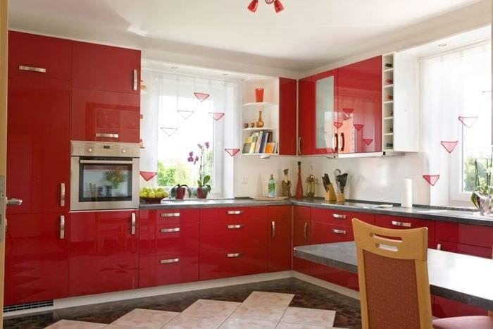 пластиковый гарнитур на кухне