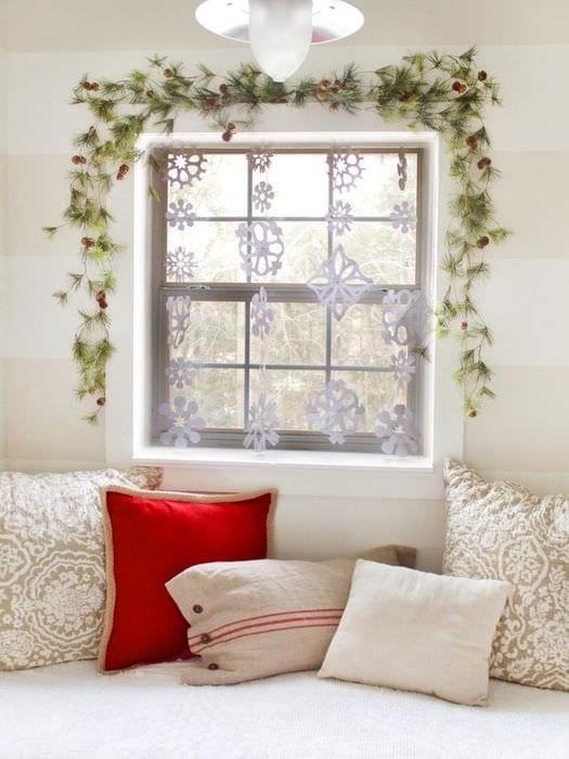 гирлянды из снежинок на окна