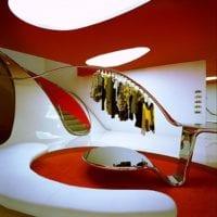яркий дизайн магазина одежды