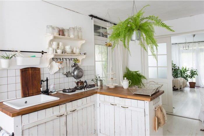 белый цвет на дачной кухне