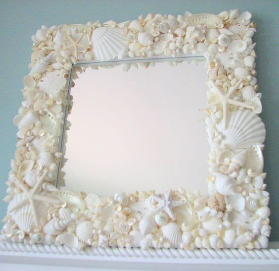 зеркало с декором из ракушек