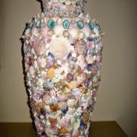 декор из ракушек на вазе
