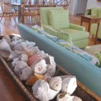 декор из ракушек в гостиной