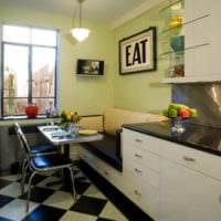 диван на кухне яркий