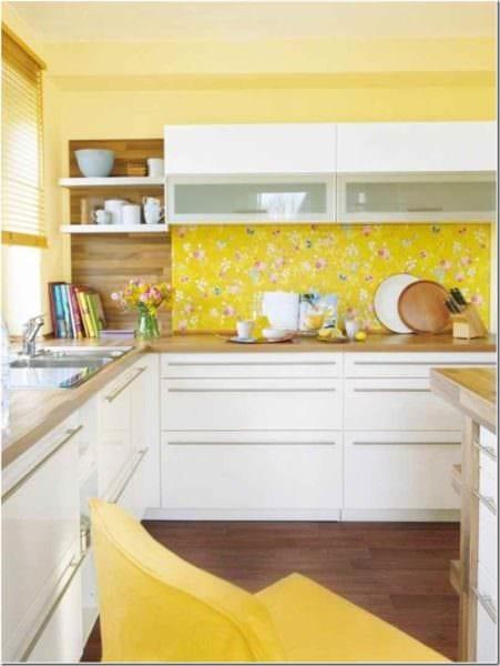идея применения необычного желтого цвета в интерьере квартиры фото