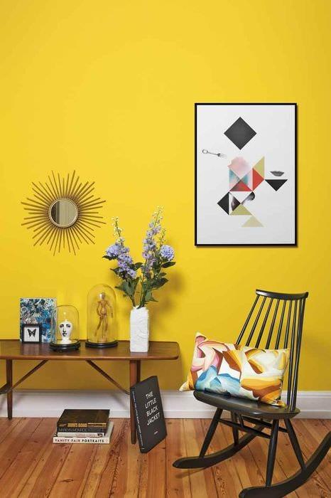 идея использования яркого желтого цвета в дизайне комнаты