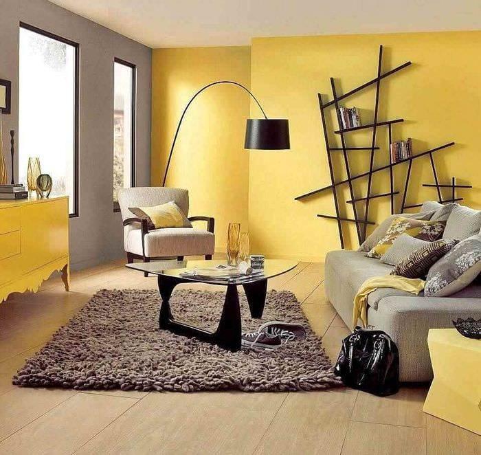 пример применения необычного желтого цвета в декоре квартиры