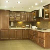 пример светлого декора кухни в классическом стиле фото