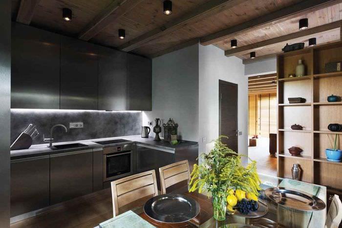 вариант светлого дизайна кухни в загородном доме