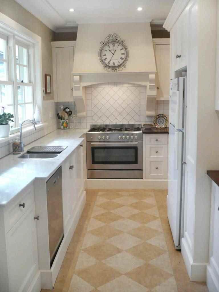 пример необычного интерьера кухни 12 кв.м