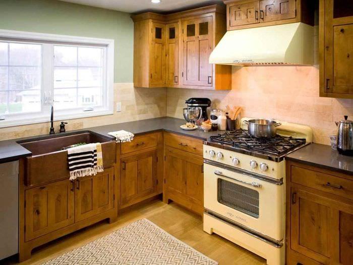 идея необычного стиля кухни 13 кв.м