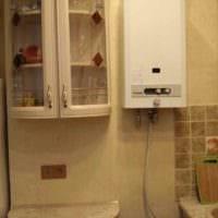 вариант яркого стиля кухни с газовой колонкой фото