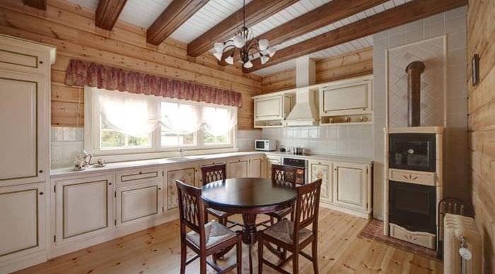 вариант красивого стиля кухни в деревянном доме