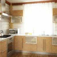 идея красивого декора кухни в деревянном доме картинка