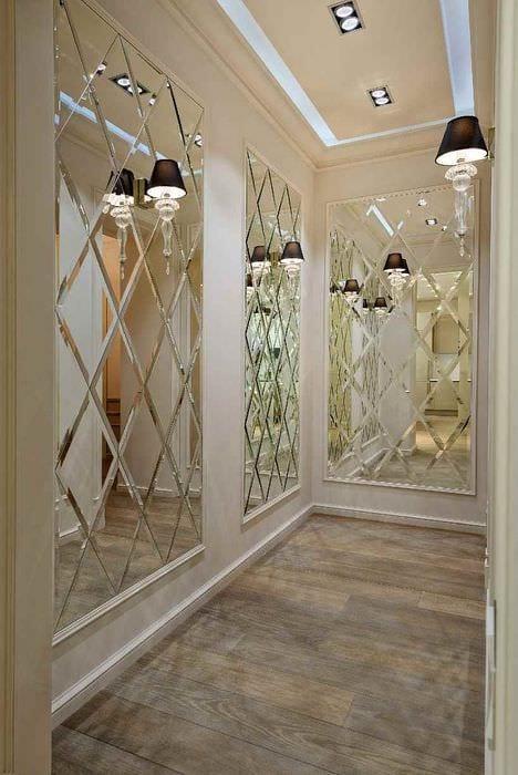 идея красивого дизайна прихожей с зеркалами