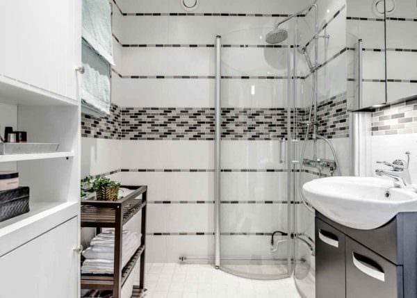 пример яркого стиля укладки плитки в ванной комнате картинка