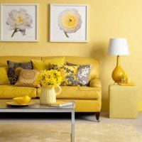 идея использования красивого желтого цвета в интерьере комнаты картинка