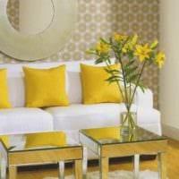 идея применения необычного желтого цвета в декоре комнаты фото