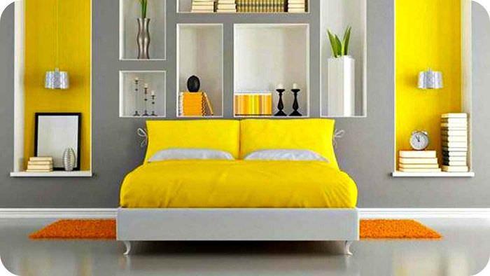 вариант использования красивого желтого цвета в интерьере комнаты