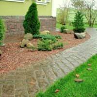 идея использования необычных садовых дорожек в ландшафтном дизайне фото
