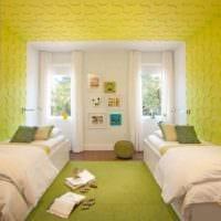 вариант использования красивого желтого цвета в декоре квартиры картинка