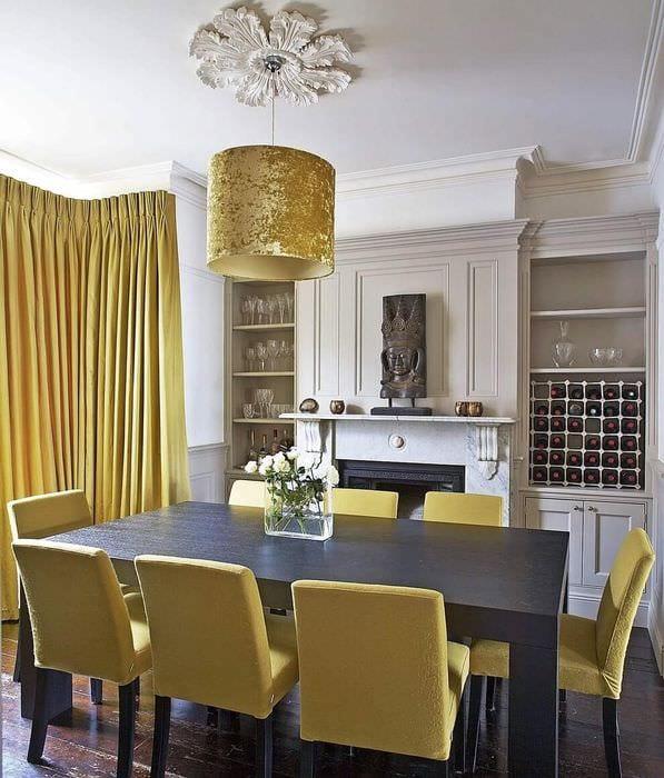 вариант использования красивого желтого цвета в дизайне комнаты