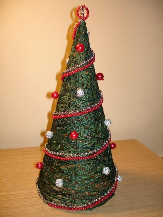 идея создания красивой елки из бумаги своими руками