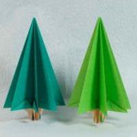 вариант создания красивой елки из картона своими руками картинка