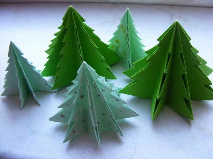 вариант создания красивой елки из картона своими руками